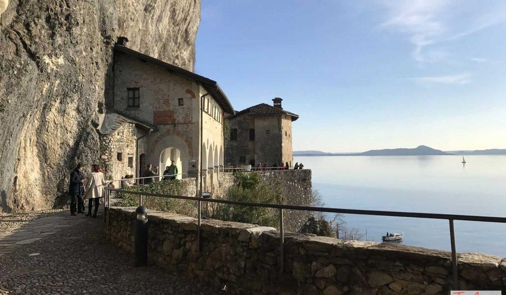 L'eremo di Santa Caterina del Sasso sul Lago Maggiore