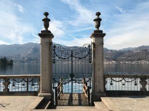 L'ingresso di villa Bossi dal lago