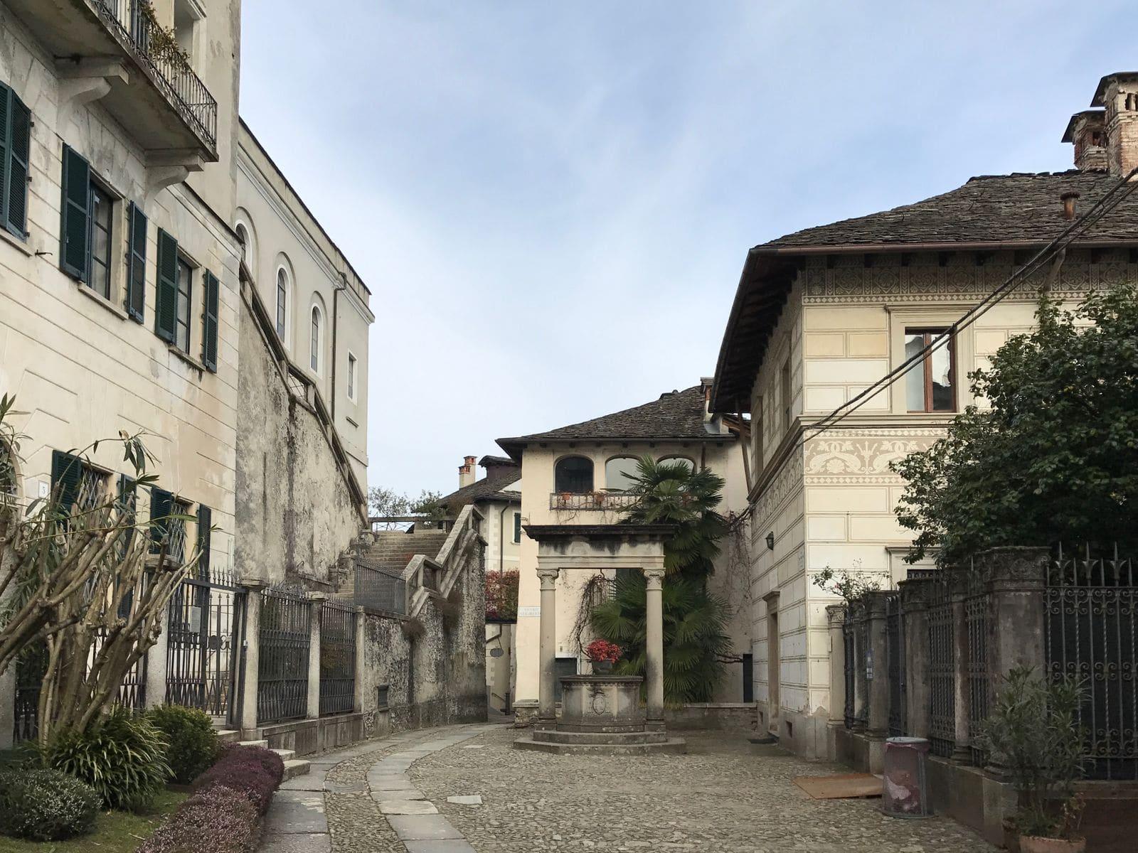 La strada sull'isola di San Giulio