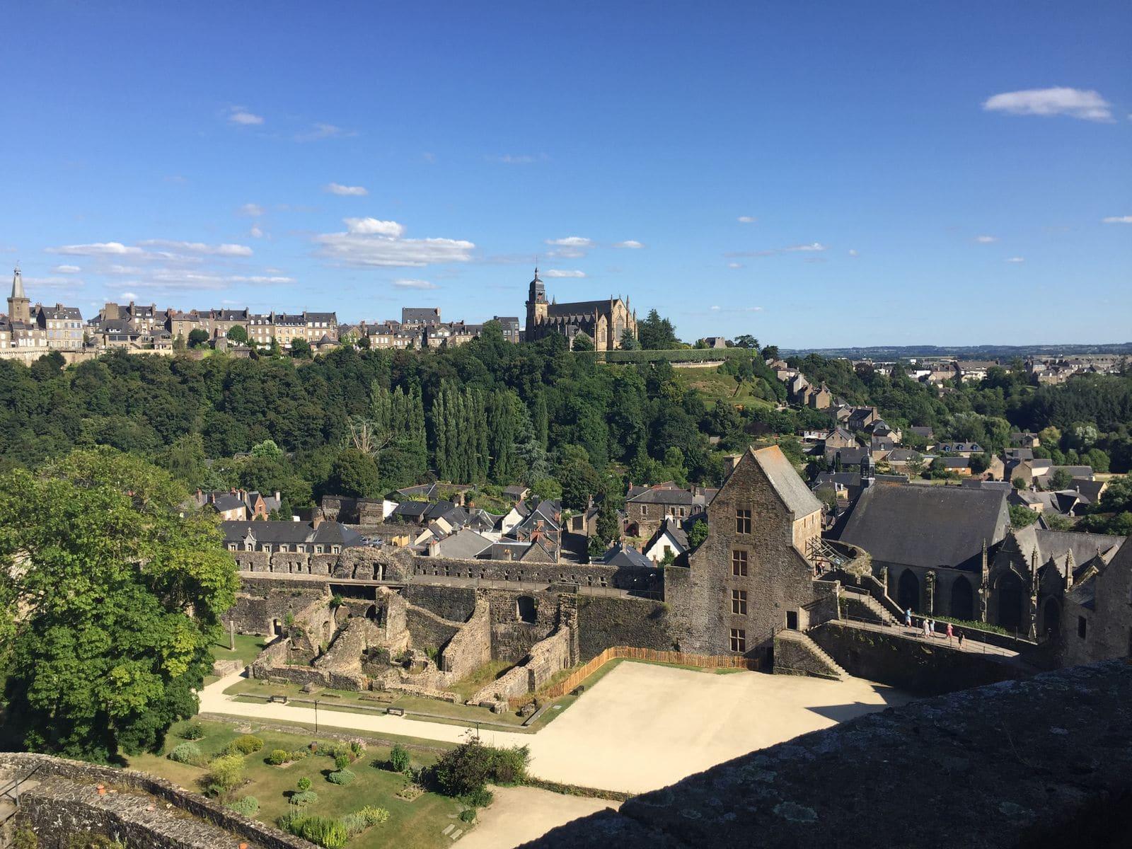La città bassa e la città alta di Fougeres