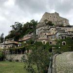Le case arroccate di Castelvecchio di Rocca Barbena