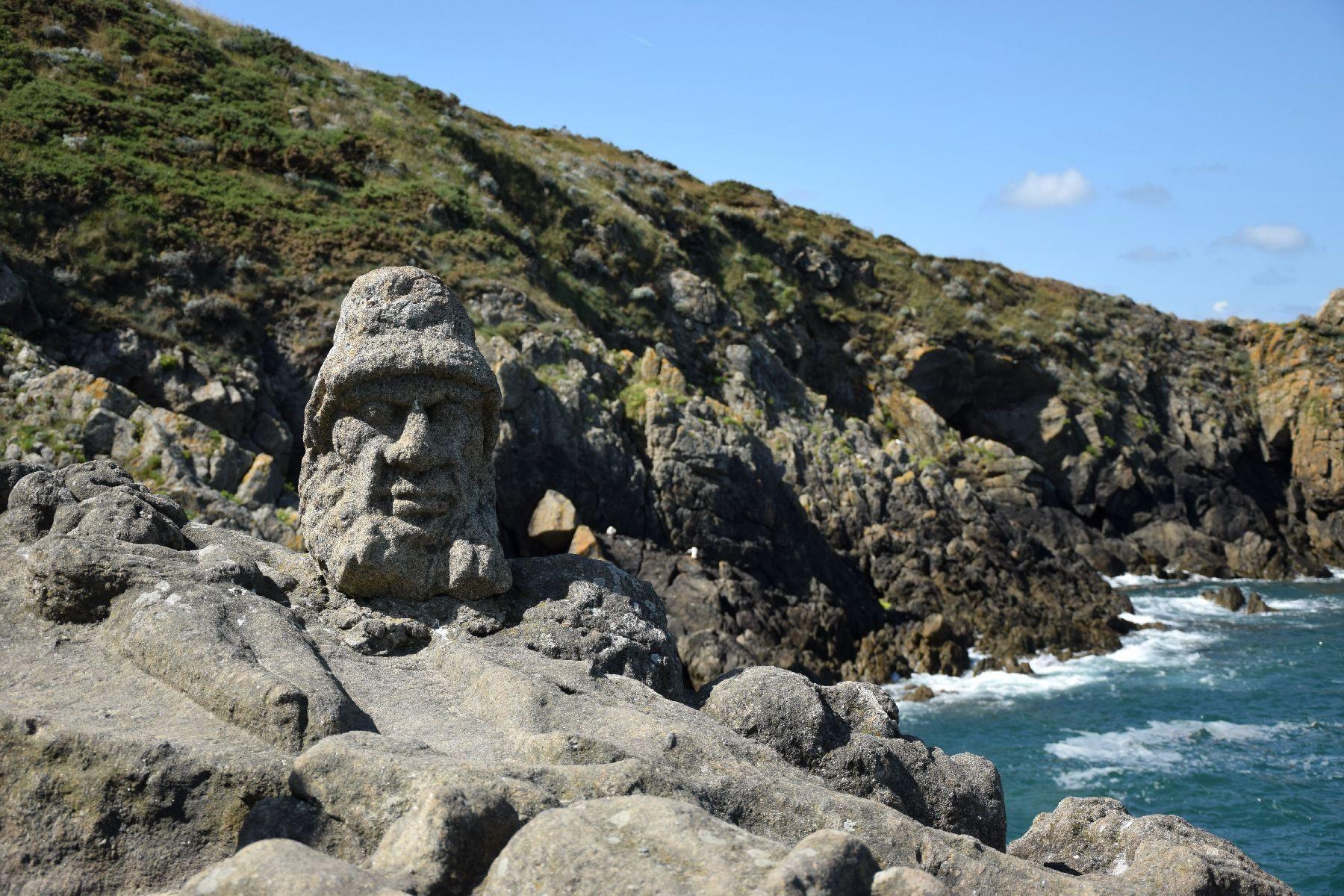 Una scultura delle Rocce scolpite