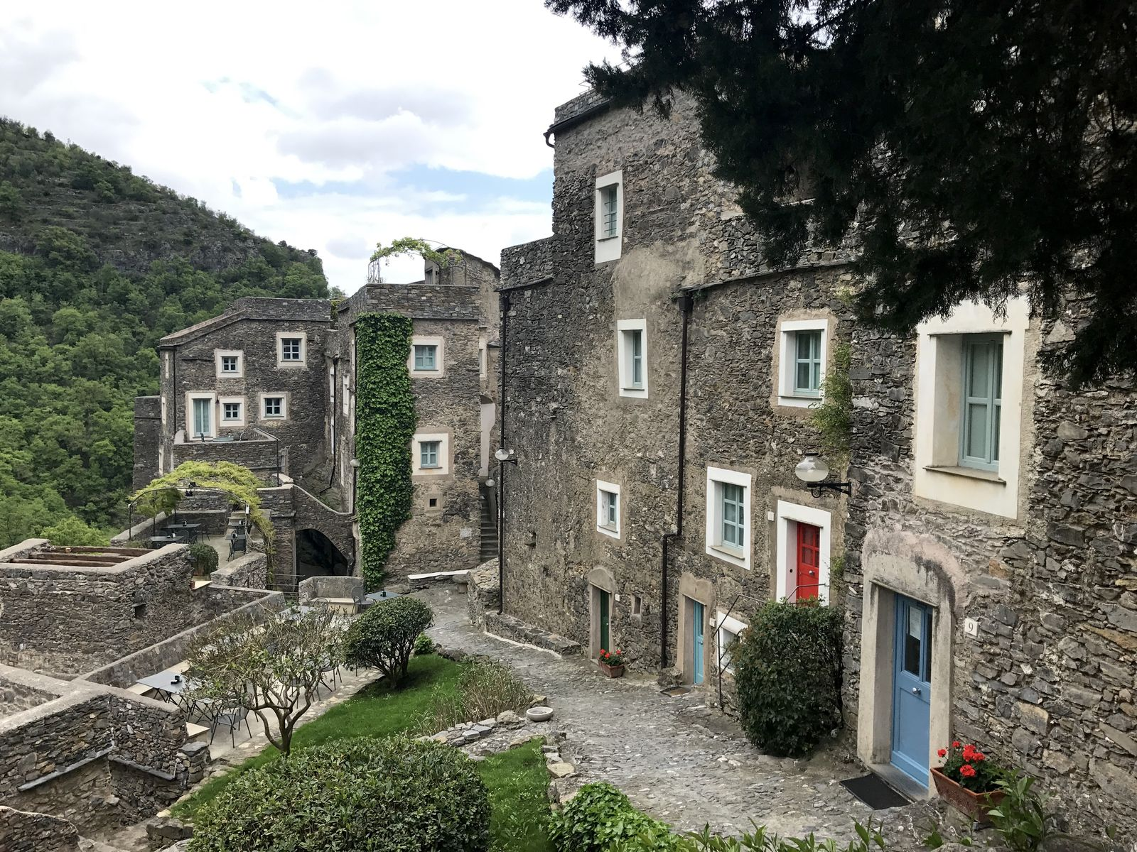 borgo di Castelbianco in Liguria