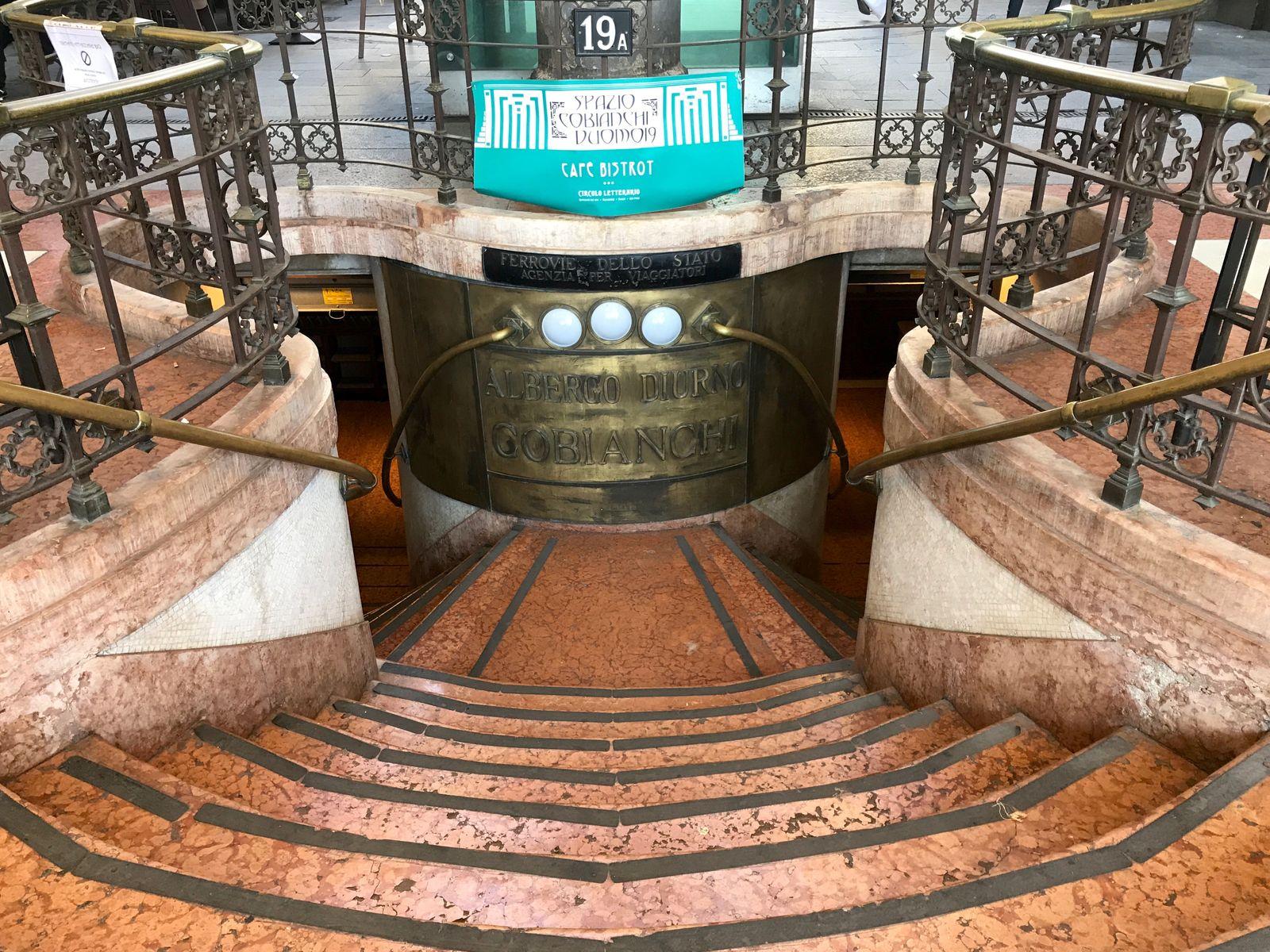 L'ingresso liberty dell'Albergo Diurno Cobianchi