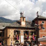 Festa degli spazzacamini esibizione sui tetti