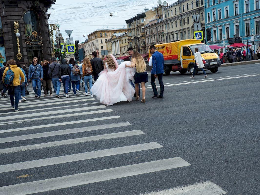 Scene di vita quotidiana a San Pietroburgo