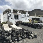 le case bianche sulla spiaggia di El Golfo Lanzarote