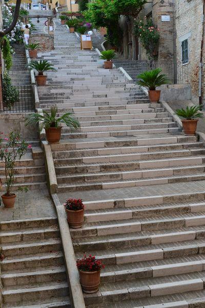 La Piaggia la scalinata del borgo di Corinaldo