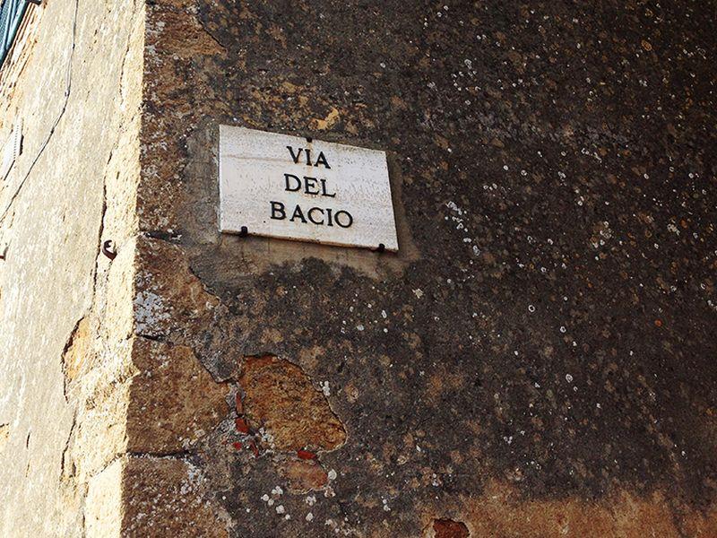 Via del Bacio nel borgo di Pienza in Val d'Orcia