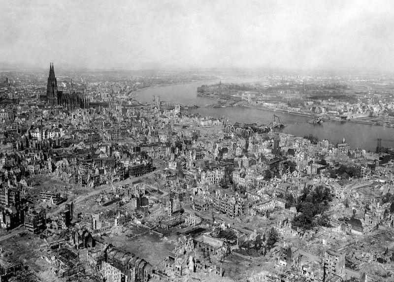 Colonia dopo i bombardamenti