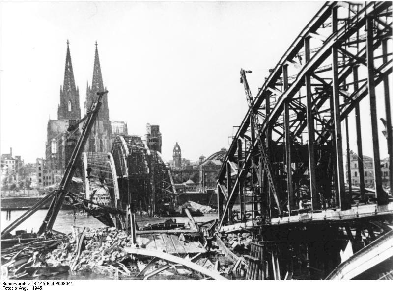 Hohenzollernbrücke distrutto dai bombardamenti