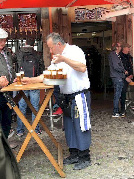 La birra kölsch servita dai köbes