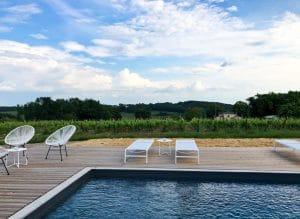 A bordo piscina da Chez Henri