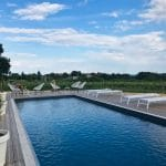 Relax in piscina da Chez Henri