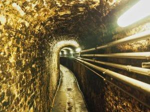 Fontanafredda: I tunnel in cui veniva trasferito il vino