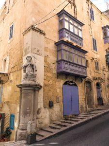 Figure sacre a Malta