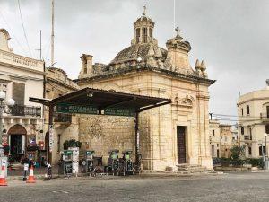 Pioggia e grigio su Malta
