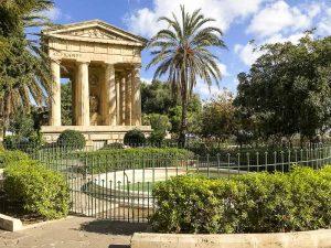 Un angolo dei Lower Barakka Gardens