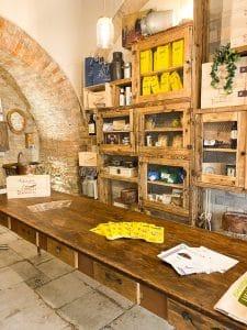 Itinerario gastronomico in Valdera: Grotta di stagionatura Busti