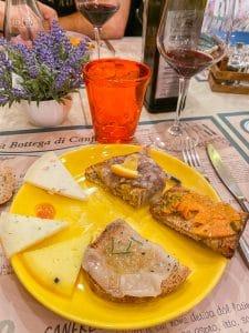 Un assaggio di salumi e formaggi alla Bottega di Canfreo