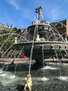 La Dog Fountain di Toronto