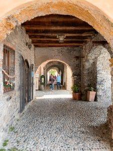 I portici sul lungolago a Varenna