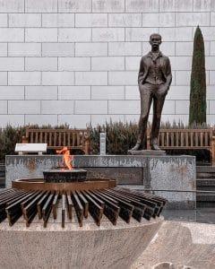 La statua di Pierre de Coubertin al Museo Olimpico