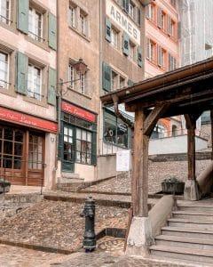 Losanna: Losanna: palazzi lungo l'Escaliers du Marché