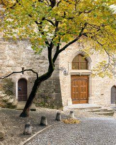 L'ingresso di una chiesa a Saint Saphorin