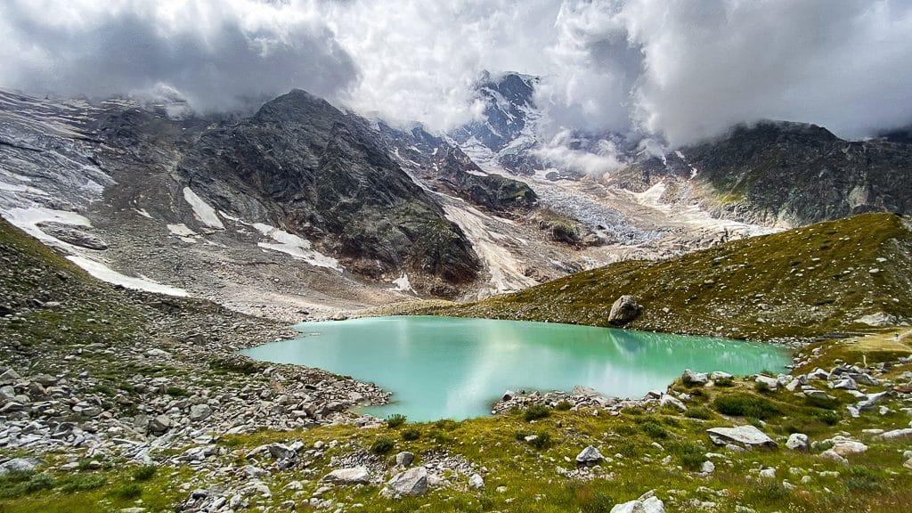 Il lago delle Locce e i ghiacciai del Rosa
