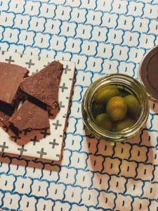 Capofaro: olive di pasta di mandorla e cioccolato di Modica