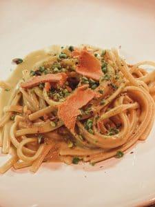Capofaro: linguine, bottarga, pistacchio e zenzero