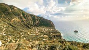 Vista sul borgo di Pollara a Salina