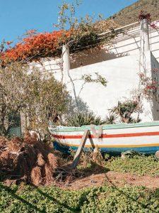Il giardino di una abitazione a Rinella