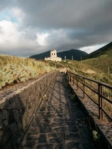 La vecchia torre di avvistamento a Pollara