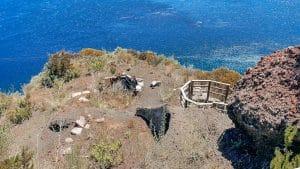 Salina: i resti delle capanne al villaggio di Pratella