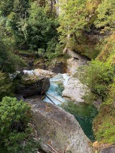 Le acque del Toce che scavano la roccia