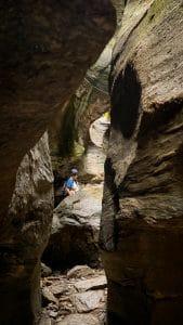 Uomo tra le rocce dll'Orrido di UriezzoOrrido